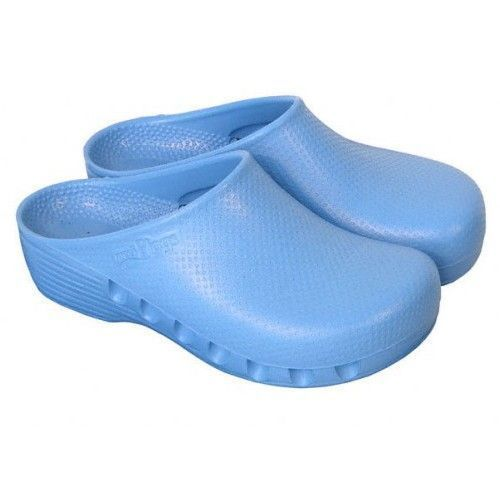 Light blue unperforated surgical clogs Mediplog