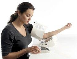 OMRON i-Q142 digital blood pressure monitor